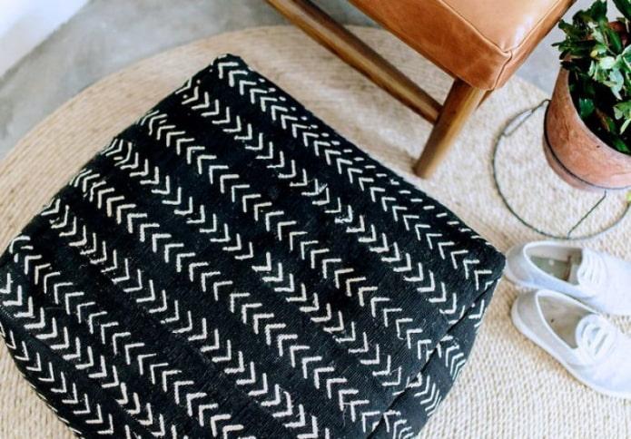 Квадратный пуф из ткани