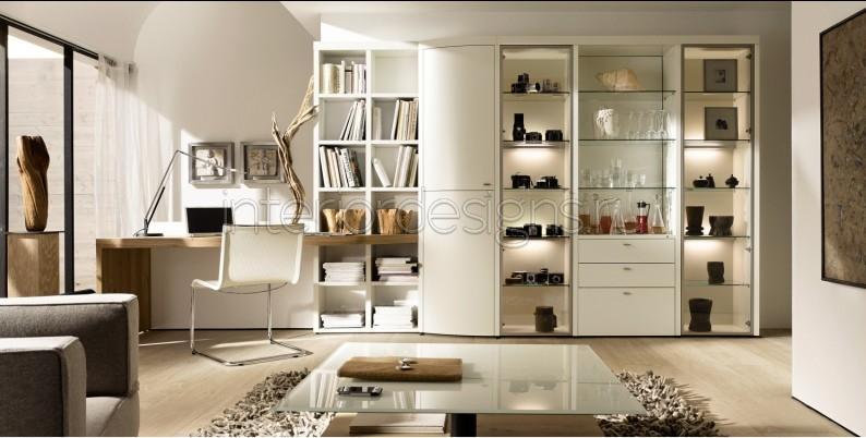 Большой белый открытый шкаф