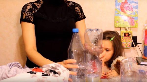 Бутылки скручиваются скотчем
