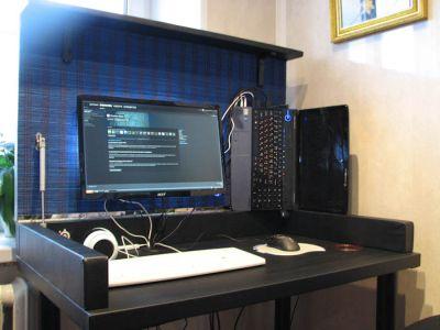 Домашний кабинет: стол в столе